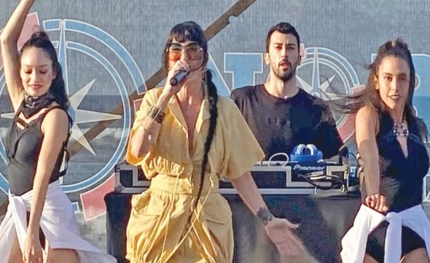 Hande Yener Şile  North Beach'de